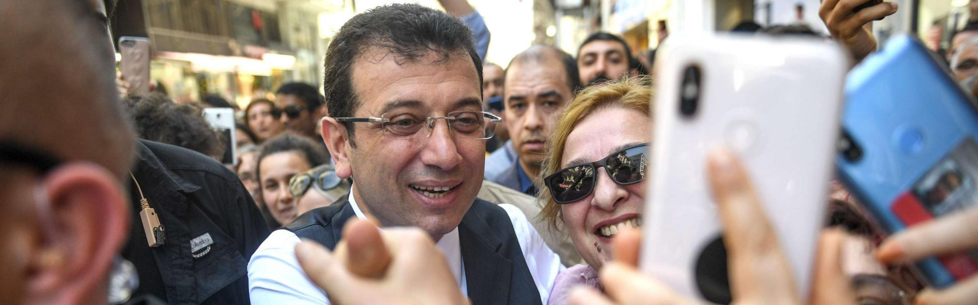 Turkish opposition candidate for Istanbul re-run mayoral election, Ekrem Imamoglu meets with Turkish people on Istiklal, the main shopping avenue of Istanbul on May 21, 2019.