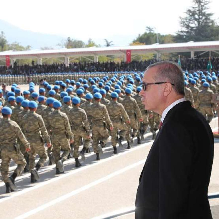 Turkish President Recep Tayyip Erdogan views the soldiers as they parade during a badge-pinning ceremony for Turkish specialist commandos. Photo: -/Turkish Presidency /dpa